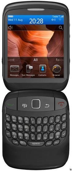 BlackBerry 9670 Merupakan Blackberry berbentuk Clamshell dengan
