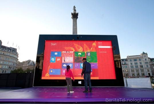 Infotek: Wow, Microsoft Hadirkan Tablet Surface Raksasa Berukuran 383 Inci Di London
