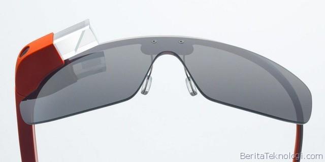 Infotek: Pakai Google Glass saat Mengemudi, Wanita Amerika Terpaksa Harus kena Tilang