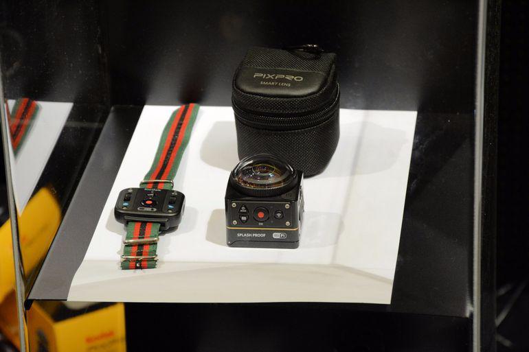 Kodak Pixpro SP360-4K lengkap dengan remote control (Kredit: Gizmag)
