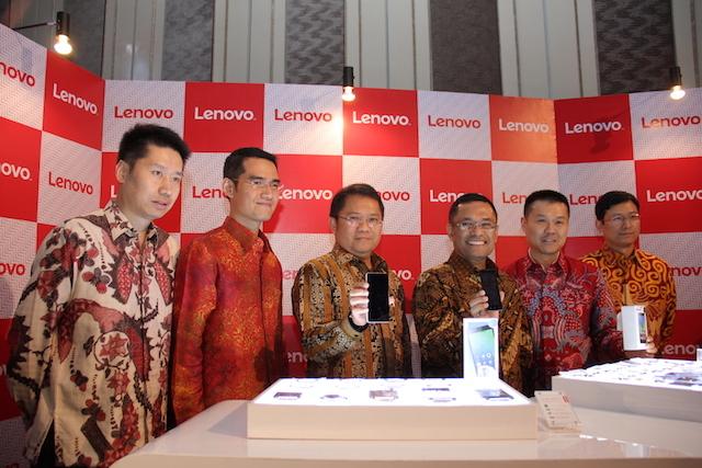 Selain meresmikan pabrik di Indonesia, Lenovo juga resmikan dua smartphone 4G 'Made in Indonesia' (Kredit: DetikInet)