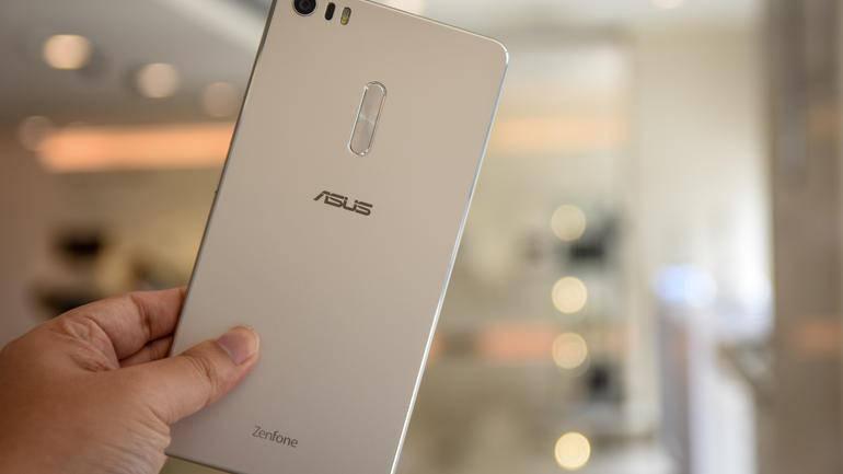 Bagian belakang Asus Zenfone 3 Ultra (Kredit: CNET)