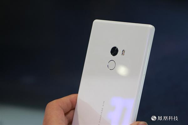 xiaomi-mi-mix-pearl-white-edition-5