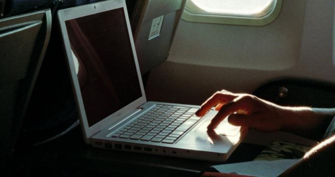 larangan-laptop-di-dalam-pesawat